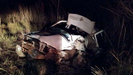 Condutor do veículo Gol acabou ficando preso nas ferragens e morreu no local, com diversas lacerações. Fotos: Divulgação/5GBM