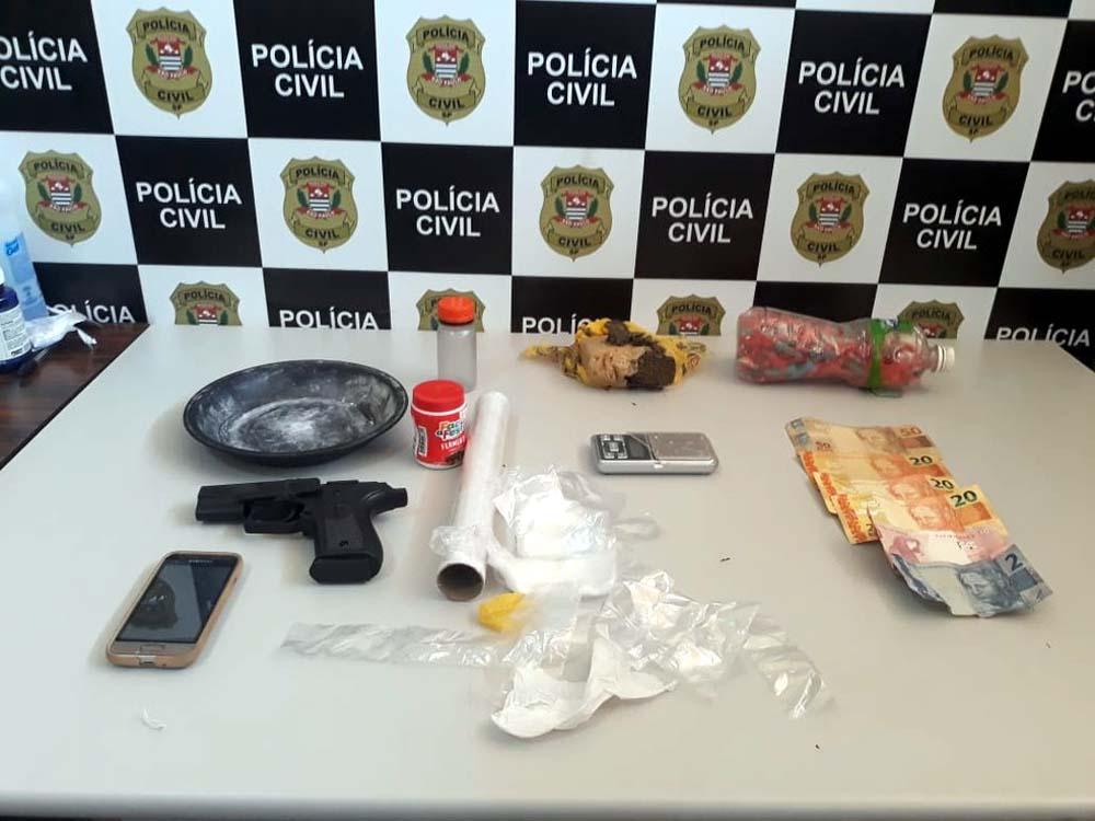 Polícia apreendeu drogas, caça-níqueis e mais de R$ 7 mil em operação no centro-oeste paulista — Foto: Polícia Civil/Divulgação