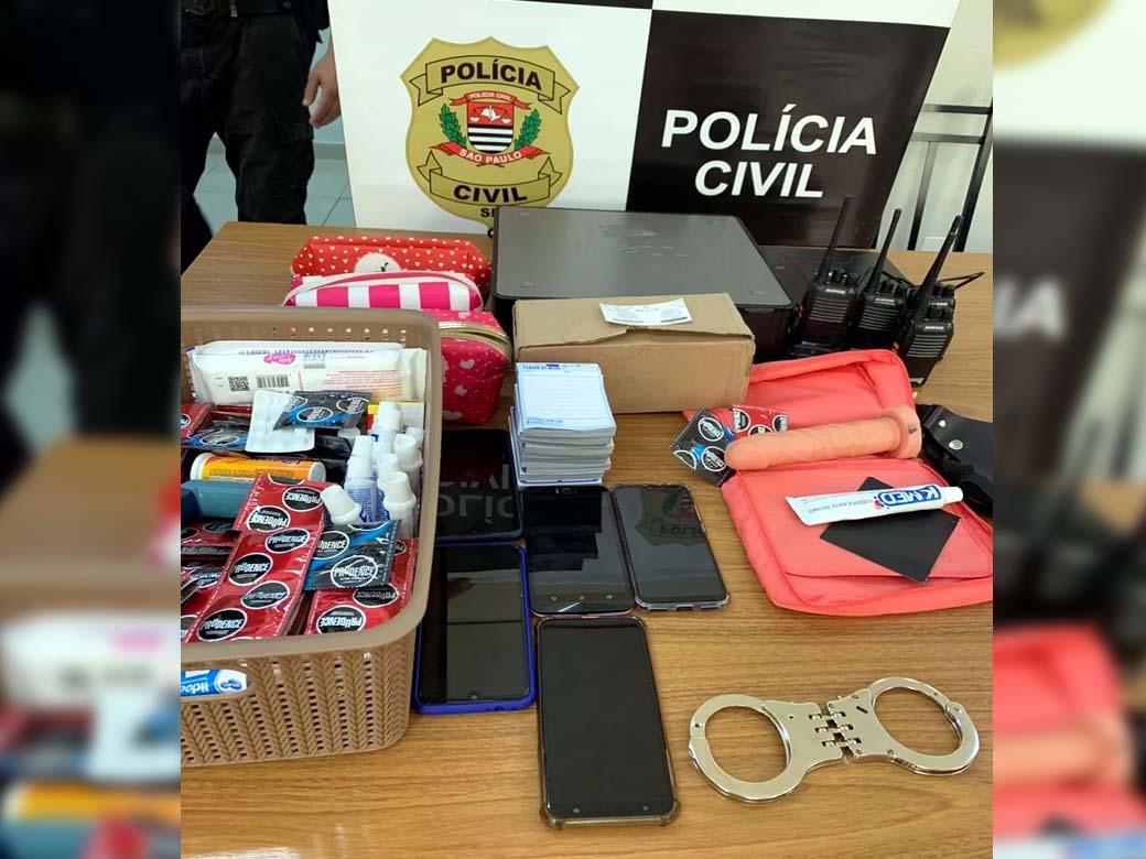 Material localizado na casa onde as 8 mulheres estavam. Foto: Divulgação/ Polícia Civil