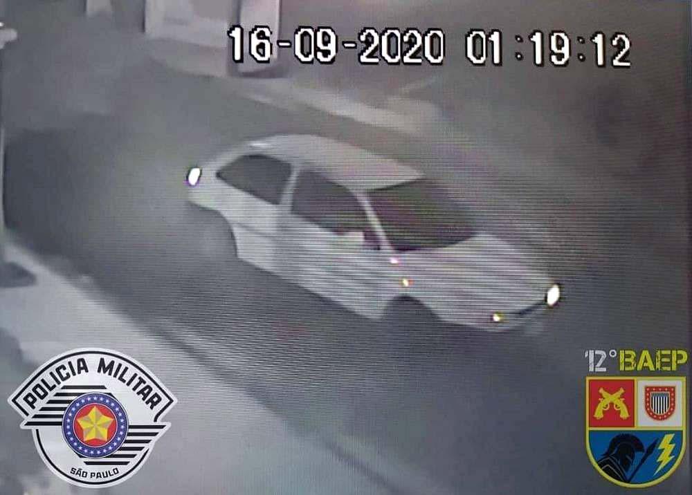 Carro que estava com investigado foi flagrado por câmeras próximo ao local do assalto em Birigui (Foto: Divulgação)