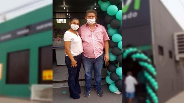 """Casal de comerciantes Francisco V. Mello, o """"Chiquinho"""" e a esposa Fernanda Araújo. Foto: MANOEL MESSIAS/Mil Noticias"""