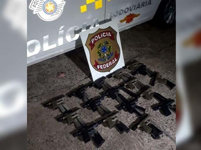 Armas foram apreendidas em ação conjunta das polícias Federal e Militar Rodoviária (Foto: Divulgação)