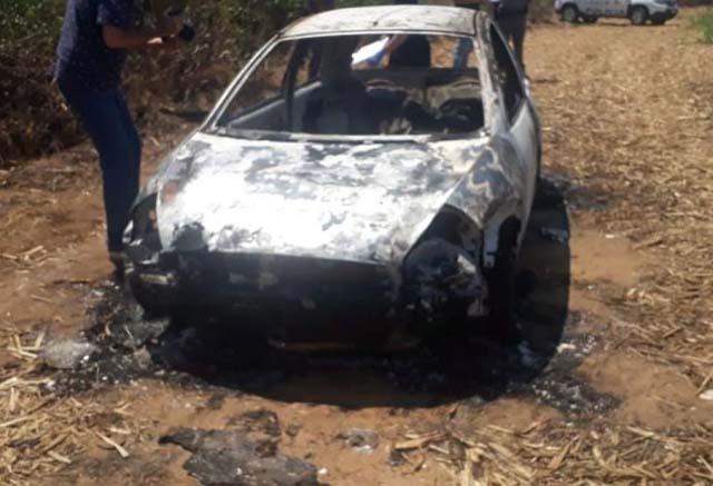 Carro onde corpos foram encontrados era da mãe de Ellen (Foto: Hojemais Araçatuba)