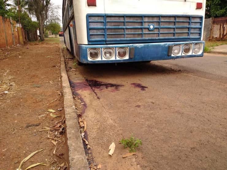 Local onde corpo de homem de 40 anos foi encontrado na manhã desta segunda-feira — Foto: Robson de Souza/TV Morena.