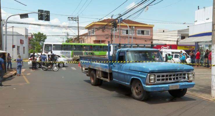 Mulher morreu após caminhão atingir motocicleta na Avenida Dom Pedro I em Ribeirão Preto, SP — Foto: Valdinei Malaguti/EPTV.