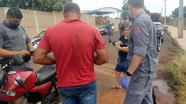 Operário do frigorífico local sofreu escoriações pelo corpo, incluindo o braço, além de contusão do ombro, todos do lado direito. Foto: MANOEL MESSIAS/Agência