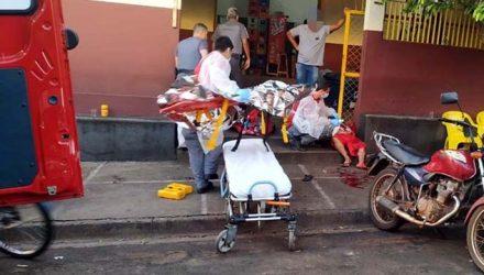 Vítima foi alvejada com golpes de faca no tórax, barriga, que deixou as vísceras expostas e braços. Foto: MANOEL MESSIAS/Agência
