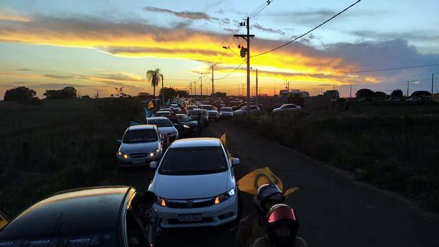 Carreata reuniu centenas de veículos e pessoas na tarde deste sábado (14). Fotos: MANOEL MESSIAS/Mil Noticias