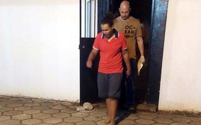 Mulher foi indiciada por tráfico de entorpecente e permaneceu à disposição da Justiça. Foto: MANOEL MESSIAS/Agência