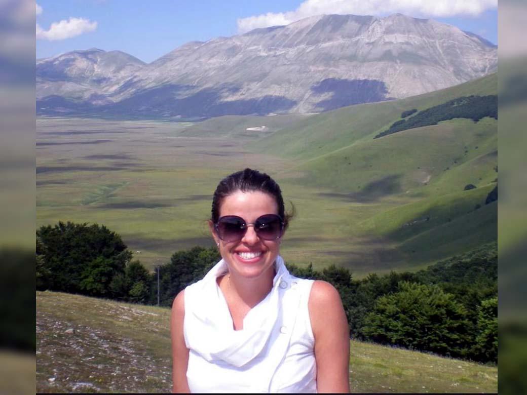A juíza Viviane Vieira Arronenzi (foto de arquivo pessoal) foi assassinada a facadas pelo ex-marido, na frente das três filhas, em plena noite de Natal — Foto: Reprodução