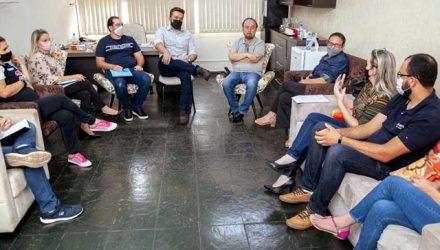 O prefeito de Andradina Mário Celso Lopes realizou encontro com membros da Associação Protetora dos Animais de Andradina e Região. Foto: Secom/Prefeitura