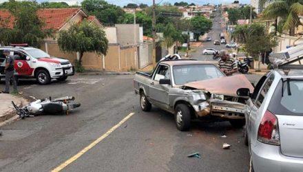 Acusados bateram moto contra veículo durante fuga alucinada. Foto: Divulgação