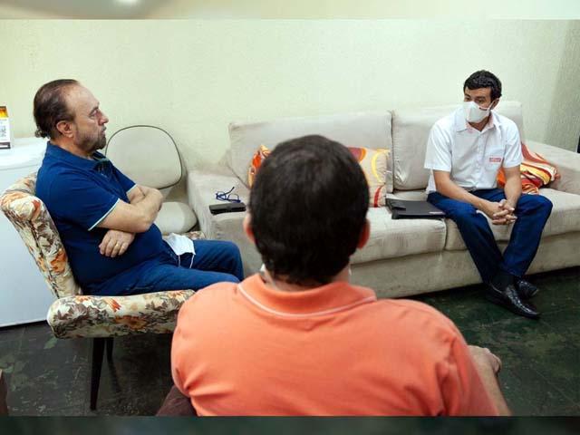 O prefeito de Andradina/SP Mário Celso Lopes (esq.) teve uma reunião com o diretor nas unidades SENAI de Araçatuba e Birigui, Tarso Tristão (dir.), junto com Ernesto Junior (c). Foto: Secom/Prefeitura