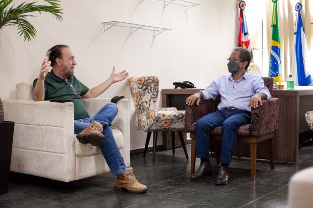 Os prefeitos Mario Celso (esq.), de Andradina e Paulo Boaventura, de Castilho. Foto: Secom/Prefeitura