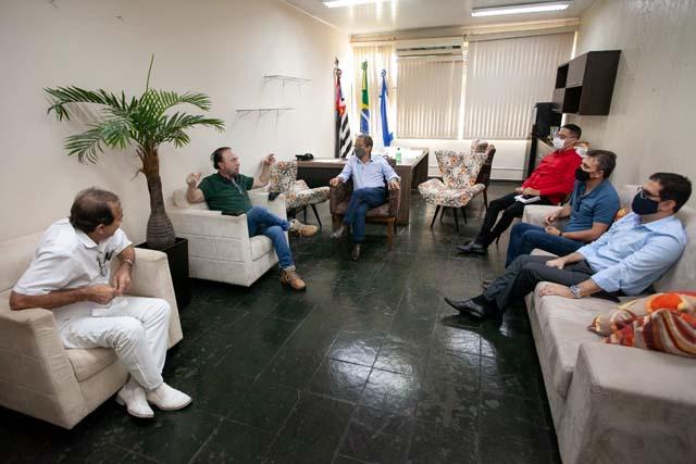 Reunião contou ainda com os vice prefeitos das duas cidades. Foto: Secom/Prefeitura