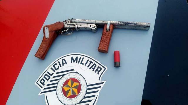 Foi apreendida uma garrucha artesanal calibre 28, sem marca aparente e sem munição, além de um cartucho intacto cal. 12. Foto: MANOEL MESSIAS/Agência