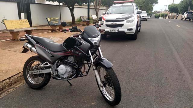 Motocicleta estava com o miolo violado, mas proprietário levou a moto para Castilho. Foto: MANOEL MESSIAS/Agência