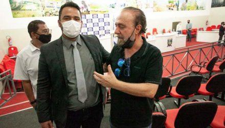 """Prefeito Mário Celso Lopes (dir.) e o presidente da Câmara Rodrigo Prando, o """"Coxinha"""". Foto: Secom?prefeitura"""
