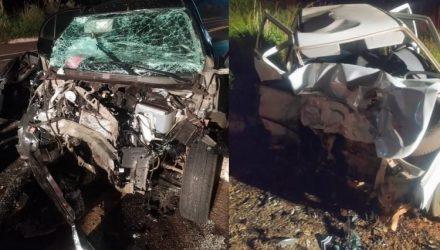 Os dois veículos ficaram destruídos no acidente. Foto: Repórter Ribas