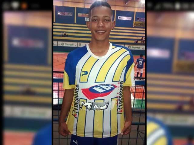 """Gabriel Motta Fernandes, o """"Motinha"""", 21 anos, é mais uma vítima dessa guerra absurda de jovens de gangues de bairro. Foto: Facebook/Reprodução"""