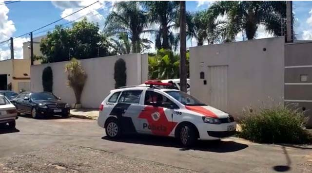 Casa onde ocorreu o feminicídio seguido de suicídio em Vargem Grande do Sul — Foto: Carioca/Notícias Policiais