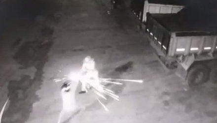 Vigilante de 76 anos mata um suspeito, atira em outro e impede furto em Jataí, Goiás — Foto: Reprodução/TV Anhanguera.