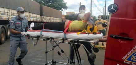 Mulher foi socorrida com traumatismo craniano grave e foi transferida para Araçatuba. Foto: MANOEL MESSIAS/Agência