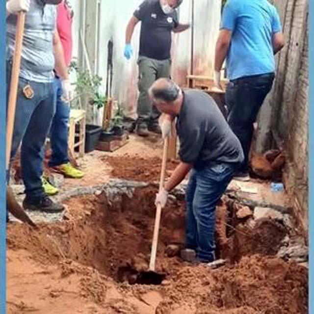 Corpos estavam enterrados em quintal de casa em Pompéia REPRODUÇÃO / RECORD TV