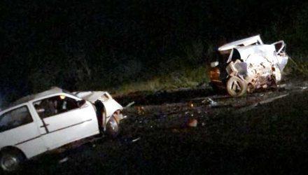 Ainda não se sabe o que levou os dois VW Gol a bater de frente e matar os dois motoristas. Foto: Whats App