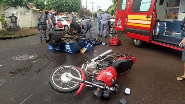 Motocicleta sofreu avarias nas bengalas, retrovisor, tanque, guidão e pedaleiras. Foto: MANOEL MESSIAS/Agência