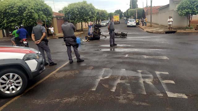 Motorista do GM Onix passou direto na sinalização de trânsito existente no cruzamento. Foto: MANOEL MESSIAS/Agência