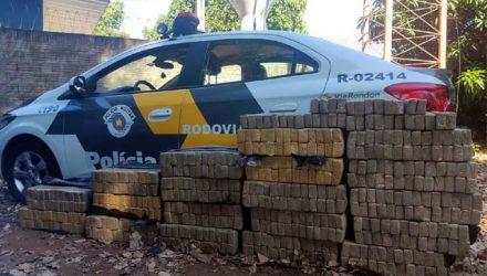 Os 530 tabletes de maconha foram apreendidos na cidade de Penápolis. Foto: PMRv/Divulgação