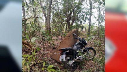 Moto furtada foi localizada pelo proprietário em uma pequena mata na Vila Botega. Foto: PM/Divulgação