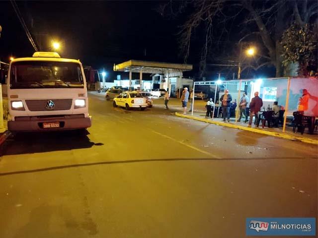 Por muito pouco as pessoas que estavam no trailer da comerciante não foram atingidas. Foto: Divulgação