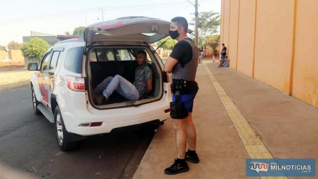 Depois de esclarecido os fatos, Willian foi preso pela PM também acusado de tentativa de homicídio, junto com o primo adolescente. Foto: MANOEL MESSIAS/Agência