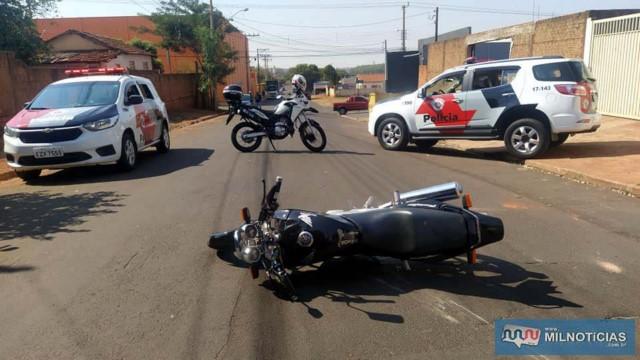 Moto Twister ocupada por Willian e seu primo foi abandonada no meio da rua durante o tiroteio. Foto: MANOEL MESSIAS/Agência