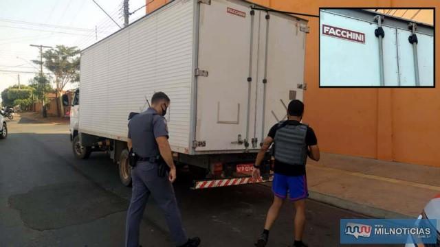 Troca de tiros acabou acertando dois veículos, um deles esse furgão (detalhe), de Três Lagoas/MS. Foto: MANOEL MESSIAS/Agência