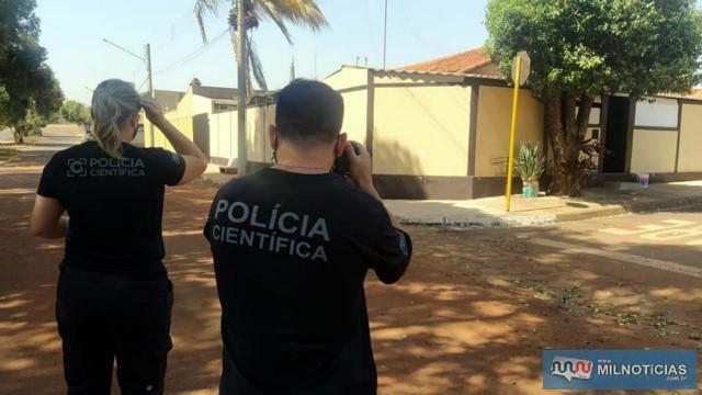 Peritos registram os fatos em fotos. Foto: MANOEL MESSIAS/Agência