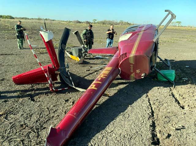 Helicóptero com aproximadamente 300 kg de cocaína caiu na região do Pantanal, em Poconé (MT), neste domingo (1º) — Foto: Ciopaer/MT