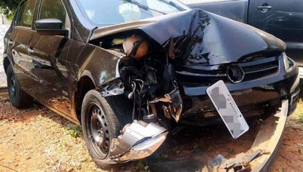VW Gol ficou com a frente destruída no acidente. Foto: MANOEL MESSIAS/Agência