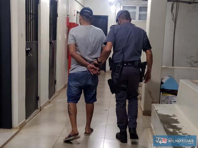O atendente R. H. M., de 29 anos, foi preso pela PM acusado de cárcere privado, invasão de domicílio, ameaça e dano. Foto: MANOEL MESSIAS/Agência