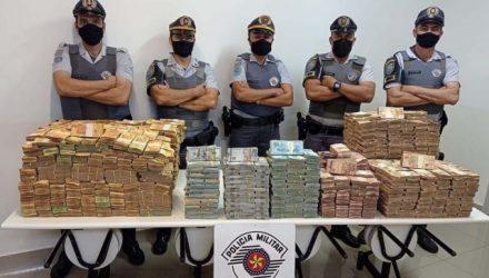 Foram apreendidos mais de R$ 12 milhões convertidos em reais. Foto: PMRv/Divulgação