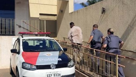 Borracheiro (a frente), foi indiciado por furto qualificado e permaneceu à disposição da Justiça. Foto: Divulgação