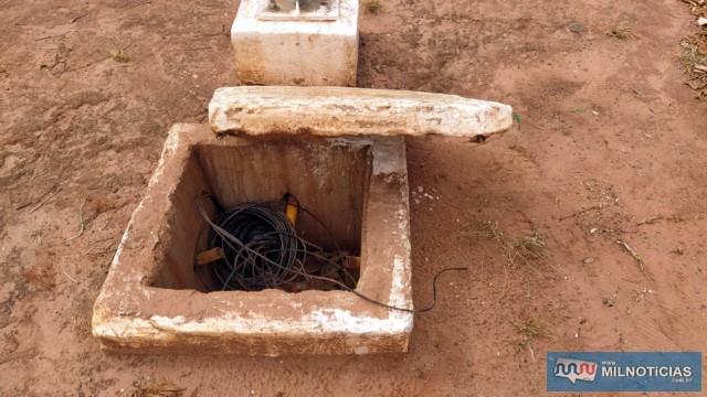 Acusado e um comparsa arrancaram as tampas das caixas de distribuição para cometer os furtos. Foto: MANOEL MESSIAS/Agência