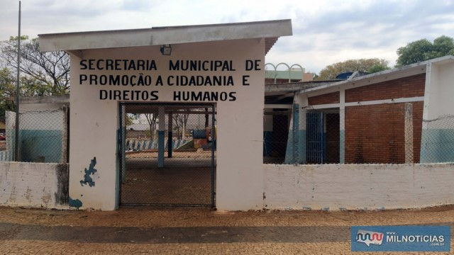 Na praça do Stella Maris já funcionou uma escolinha infantil e Secretaria Municipal. Hoje tudo está abandonado. Foto: MANOEL MESSIAS/Agência