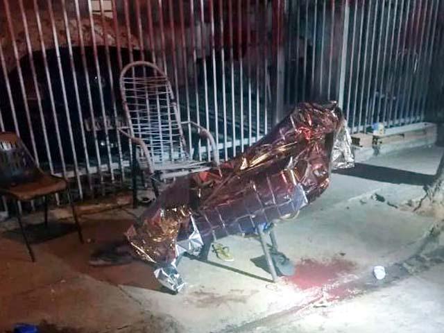 Homem foi assassinado com tiro na cabeça quando estava sentado em uma cadeira de área. Foto: RP10