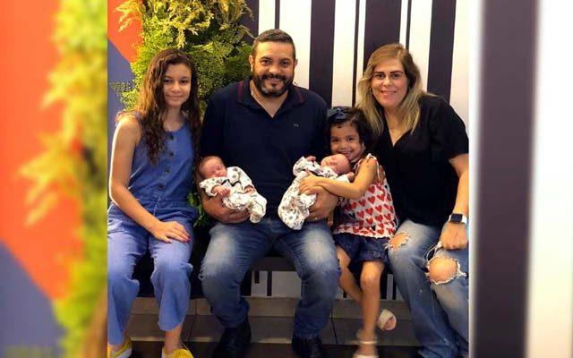 Maria Clara, Maria Carolina ,Maria Eduarda, Maria Gabriela, Alex e Patrícia. Foto: Álbum de família