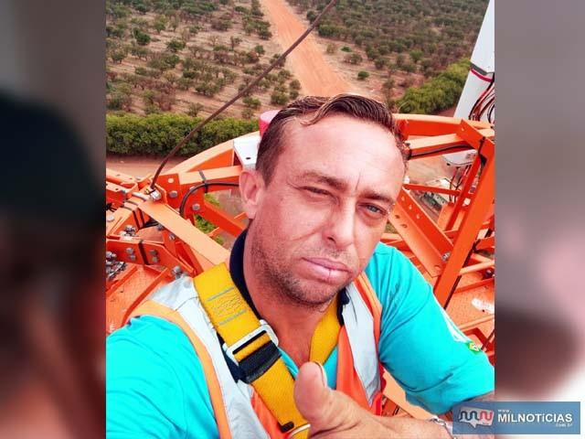 """Alexandre Bertachini, o """"Xandi"""", residente na cidade de Araçatuba, morreu vítima de  descarga elétrica de 13 mil volts. Foto: Facebook"""