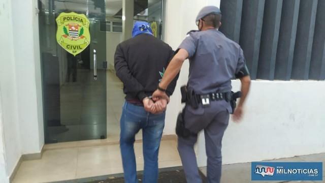Ajudante geral R. S. L., 29 anos, do bairro Santa Cecília, preso com 46 gramas de crack, R$ 1.063,00 em dinheiro, além de 04 celulares.  Foto: MANOEL MESSIAS/Agência