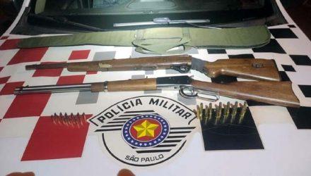 Foram apreendidas duas carabinas, sendo uma calibre .22, outra Rossi calibre .357, além de 27 munições dos dois calibres. Foto: Divulgação